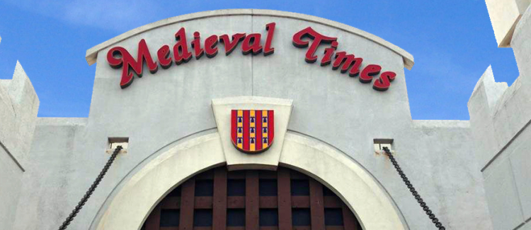 Check out Medieval Times, one of the best dinner attractions in North America, where you will find not only a finely prepared menu, but also the medieval theme and various other attractions for a perfect and memorable experience! Medieval Times is the closest thing you will find in terms of a perfect experience of the medieval age.